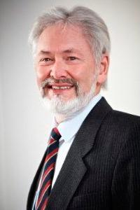 Tony James - носитель английского языка